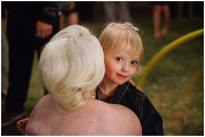 Wedding_Bride_Groom_Reception_Phoenix_AZ_Tausha_Ann_Photography-Cute_Little_Girl