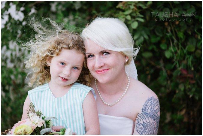 Wedding_Getting_Ready_Bride_Groom_Wedding_Party_Phoenix_AZ_Tausha_Ann_Photography-Family_Portraits_Bride_With_Flower_Girl