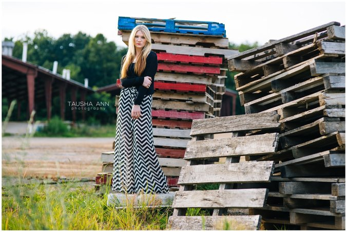 Sammie_16_Senior_Photography_Nashville_Franklin_Senior_Photographer_Pallets_Field_0535