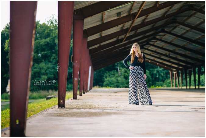 Sammie_16_Senior_Photography_Nashville_Franklin_Senior_Photographer_Urban_Field_0533