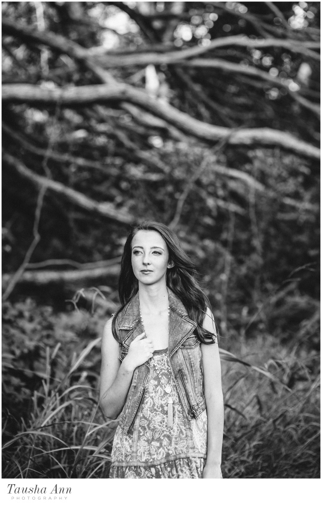 Lauren_Senior_Photography_Franklin_TN_Nashville_Tausha_Ann_Photography_Urban_Pink_Tree_Black_White
