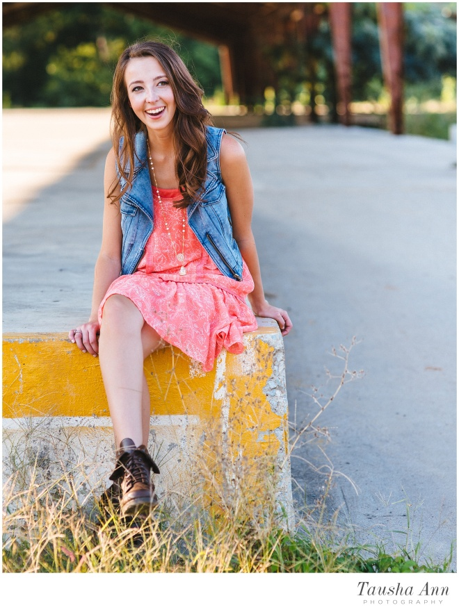 Lauren_Senior_Photography_Franklin_TN_Nashville_Tausha_Ann_Photography_Urban_Pink_Tree_Laughing